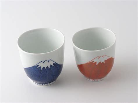 Arita porcelain Japanese tea cups Mt. Fuji red blue yunomi