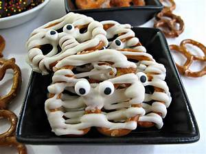 Halloween Party Ideen Erwachsene : halloween pretzels easy fast and fun the monday box ~ Frokenaadalensverden.com Haus und Dekorationen