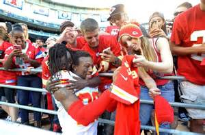 Eric Berry Returns To Arrowhead (video