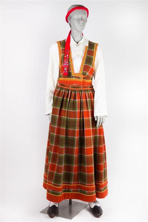 Bauņu meitas tērps   Folk design, Fashion, Costumes