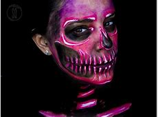 Neon skull makeup look Silvia Quirós