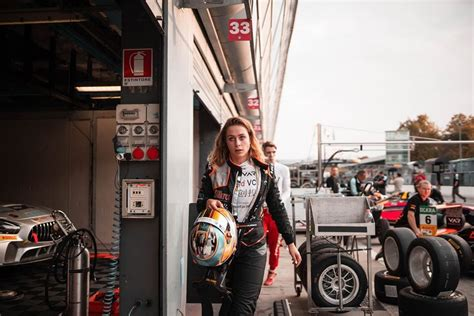 He finished fourteenth in the feature race and eighth in the sprint race, leaving him third in the drivers' championship behind fellow future f1 drivers george russell and lando norris. Pin su Motorsport