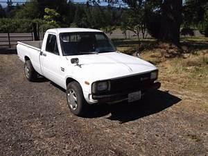 1982 Toyota Diesel Pickup Long Bed 5 Speed 35 Mpg  No