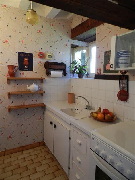 cuisine etroite une cuisine étroite dans le gîte