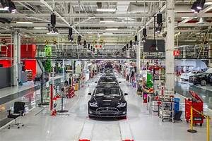 Analysts Tour Tesla Factory, Come Out Giggling Like