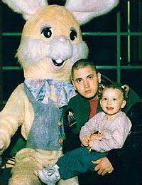 Eminem and His Daughters Hailey | eminem has banned his ...