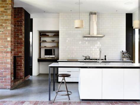 cuisine brique cuisine blanche et mur de briques brut2deco