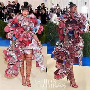 Man recreates Rihannau0026#39;s hilarious MetGala 2017 outfit (Photos) - TheInfoNG.com