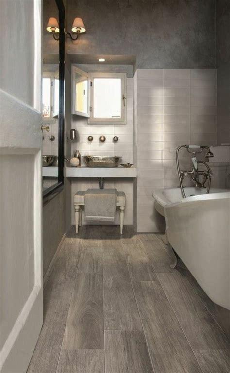 idee decoration salle de bain carrelage effet bois faux