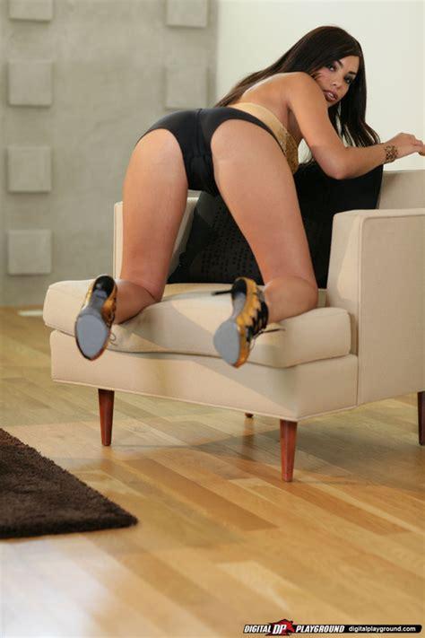 Foxy Hot Girl Cutie Kaci Starr Exposing Her Ample Ass And