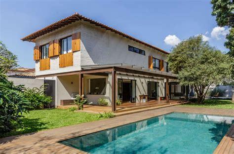 renovated  house combines modernism  contemporaneity
