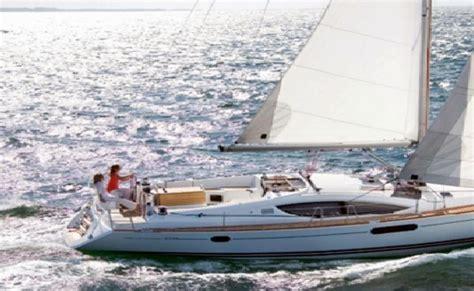 Speed Boat Mumbai by Luxury Speed Boat Cruise In Mumbai Thrillophilia