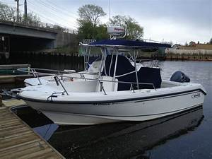 Boston Whaler Stern Light Boston Whaler Outrage 23 Ft W Trailer Sold The Hull