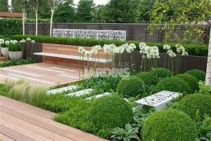 Un jardin contemporain tout en sobriete les plus beaux for Beautiful petit jardin avec piscine 11 finitions mobilier urbain en beton