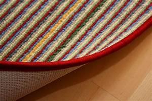 Teppich Bunt Gestreift : schlingen teppich gestreift mit roter umkettelung sonderposten ~ Frokenaadalensverden.com Haus und Dekorationen