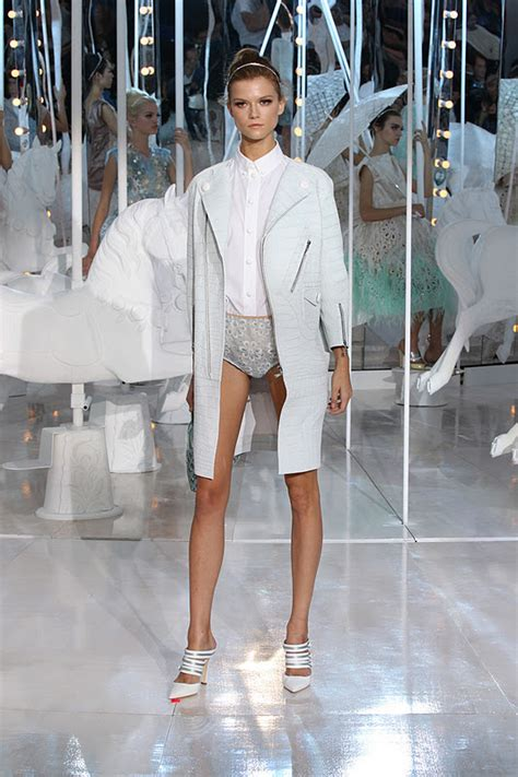paris fashion week louis vuitton ss fashion daydreams