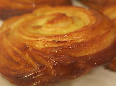 aux raisins avec pate feuilletee tarte aux pommes et coulis de caramel au beurre sal 233 akalie culinaire d aur 233 lie kalt