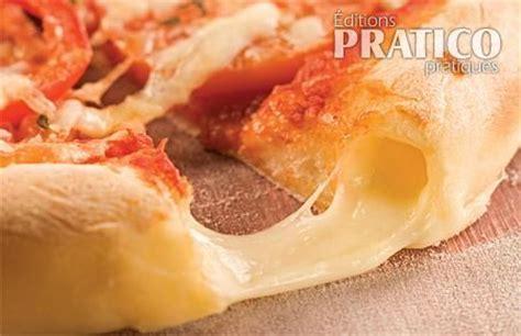 p 226 te 224 pizza traditionnelle farcie au fromage recettes cuisine et nutrition pratico pratique