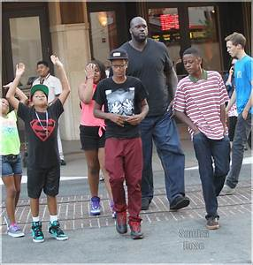 Shaquille O'Neal with his kids leave the movie theaters at ...