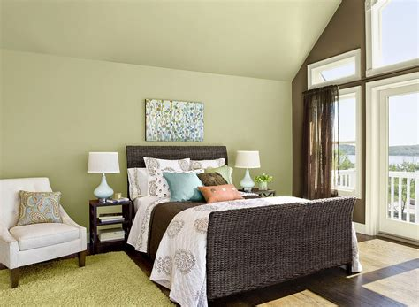 Green Bedroom : Color Of The Year