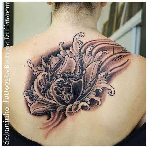tatouage japonais femme fleur de cerisier de lotus