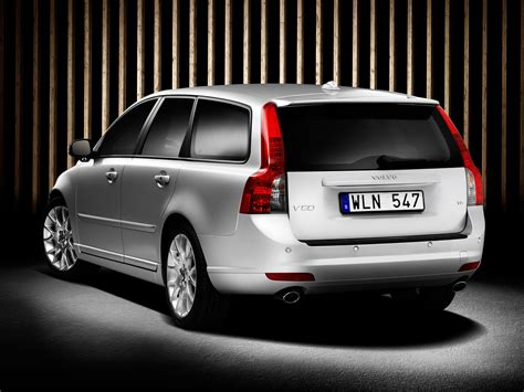 volvo  price  reviews features