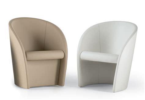 Poltroncine Imbottite Design : Interviste Swivel Armchair By Poltrona Frau