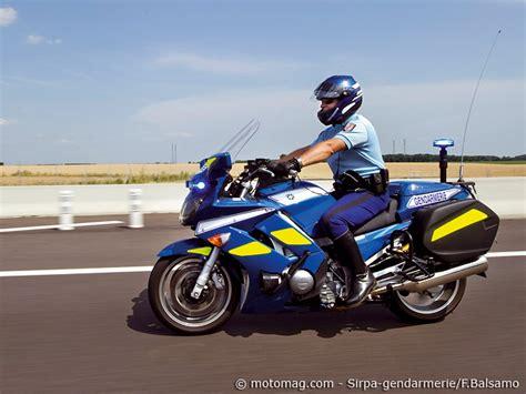 motard nationale nouvelle tenue pour la gendarmerie nationale moto magazine leader de l actualit 233 de la moto
