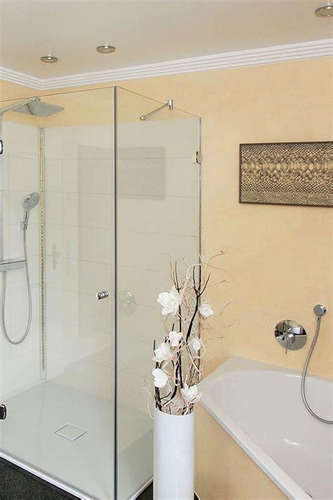 Badezimmer Fliesen Kombination by Modernes Badezimmer Mit Einer Kombination Fliesen Und