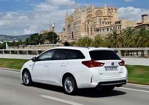 Toyota Auris Break Hybride : toyota auris touring sports hsd essai complet du break hybride ~ Medecine-chirurgie-esthetiques.com Avis de Voitures