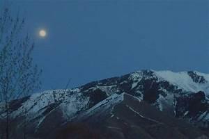 Mapleton, UT : April Moon Over Maple Mountain photo ...