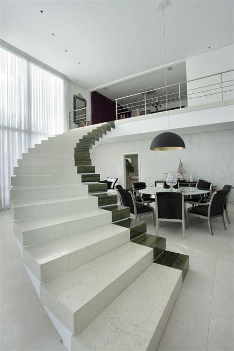 Moderne Treppe Ohne Geländer Marmor Teil Farbe Essbereich
