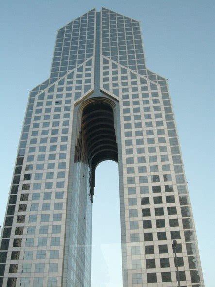 Какое стекло используют при остеклении высотных зданий и небоскрёбов?