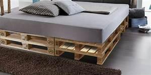 Dicke Matratze 140x200 : 52 diy palettenbett designs m bel schlafzimmer zenideen ~ Frokenaadalensverden.com Haus und Dekorationen
