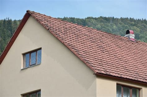 Gable Hip Roof by Gable Roof Vs Hip Roof A Guide To Their Pros And Cons