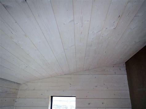plafond en lambris peint en blanc lambris bois blanc plafond mzaol
