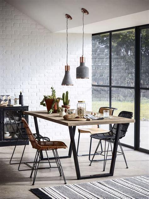 esszimmer teppich wohnbeispiel esszimmer esstisch mit vier st 252 hlen teppich und komplett verglaster wand