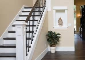 Peindre Un Escalier Deja Vernis by Comment Bien Poncer Un Escalier De Sa Maison