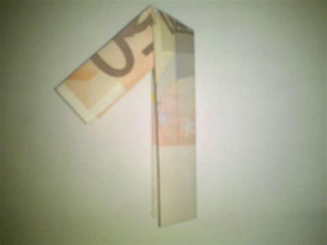 zahl  aus einem geldschein falten origami mit geldscheinen