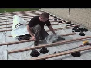 Poser Une Terrasse En Composite : pose de terrasse en lames de bois composite avec plots r glables youtube ~ Melissatoandfro.com Idées de Décoration
