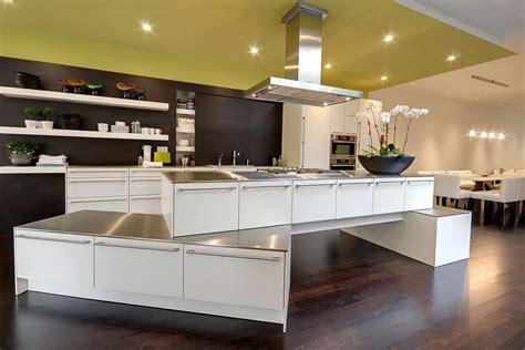 modern luxury kitchen designs modern and luxurious kitchen design and photos 7753