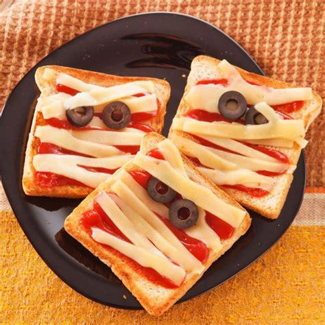 recette toasts sanglants dhalloween en fromage momifie