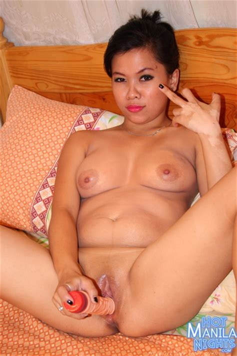 Filipina Milfs 47468 Filipina Milf Tasting White Meat For