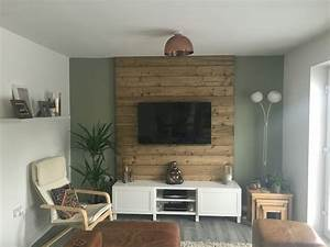 1001 idees meuble tv palette le recyclage en chaine for What kind of paint to use on kitchen cabinets for media room wall art