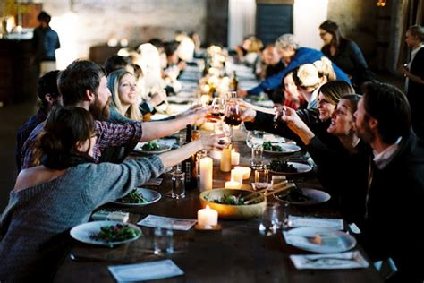 10 Dinner Party Do's & Don'ts As The Host