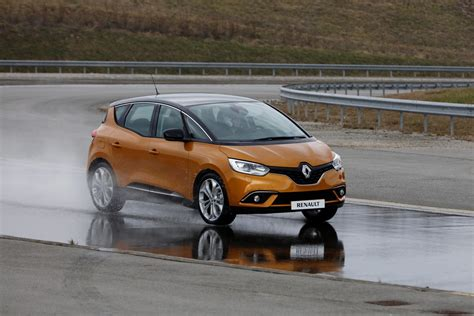 scenic renault renault drops massive gallery with new scenic grand