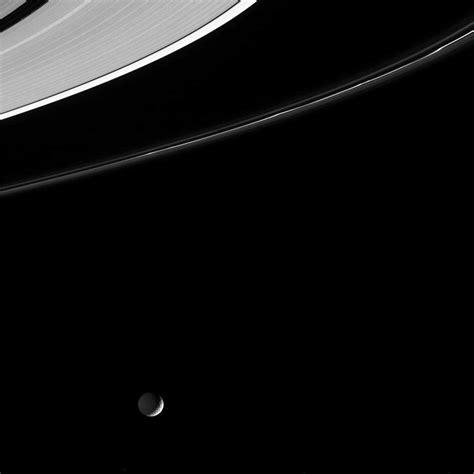 de mimas satellite de saturne plan 232 te astronomie