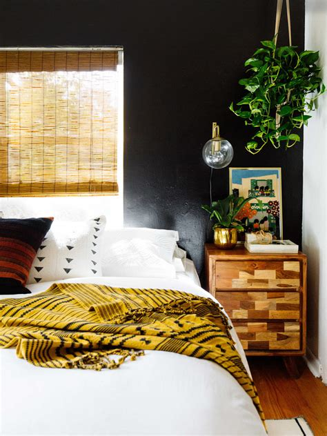 black accent wall ideas    bold statement page