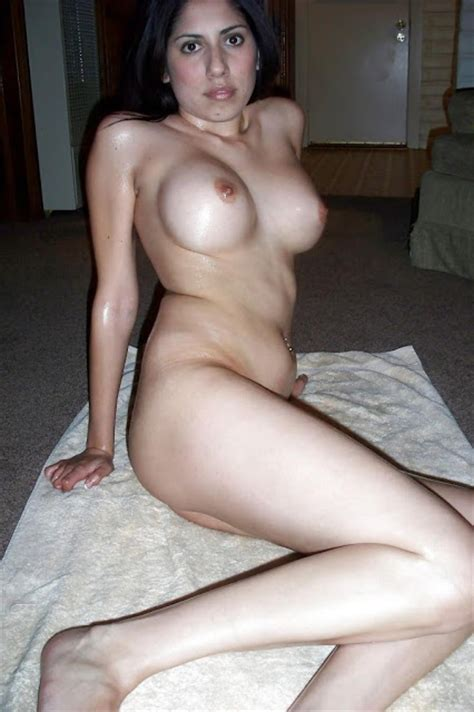 Hot And Sexy Desi Milf Posing Nude Pounding My Busty White