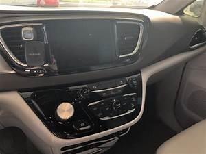 2017 Chrysler Pacifica - Interior Pictures - CarGurus